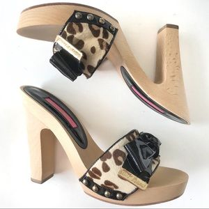 Betsey Johnson Leopard Black Bow Wooden Heels Sz 7